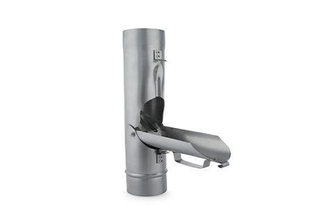 Łapacz wody deszczowej z sitem i uchwytem. Dzięki swej budowie pełni 2 funkcje