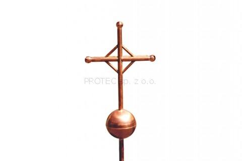 krzyż z miedzi z kulą