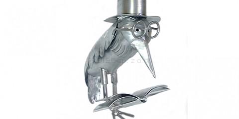Kawka w okularach w cylindrze z książką